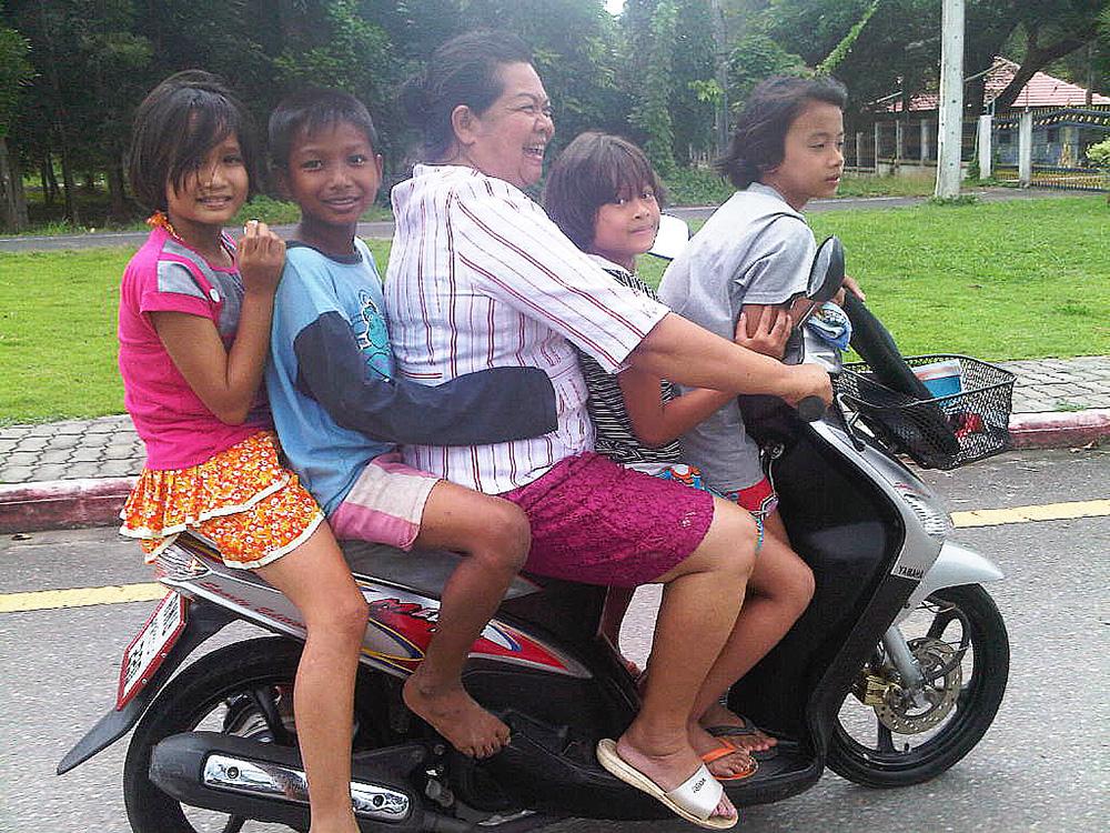 Motorcykel i Thailand barn