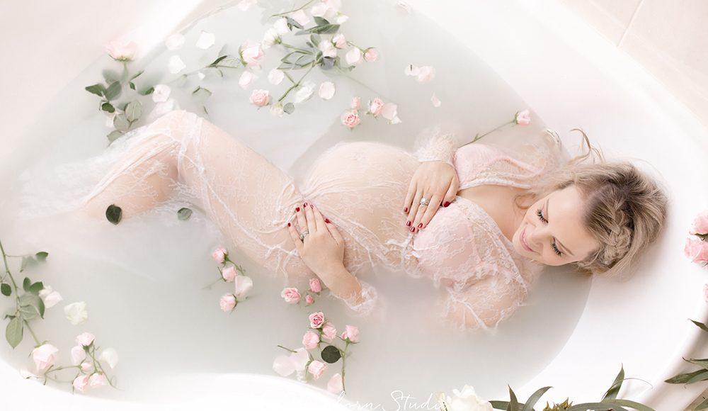 gravid fotografering mjölkbad spetsklänning