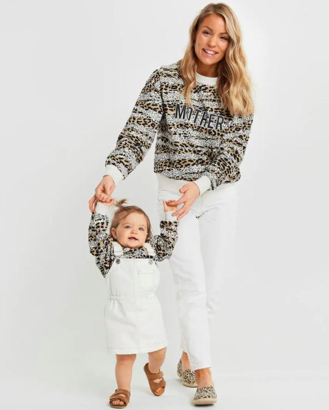 Matchande tröjor mamma dotter