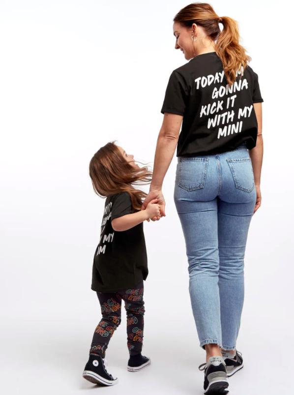 Matchande t-shirt mamma och barn son dotter