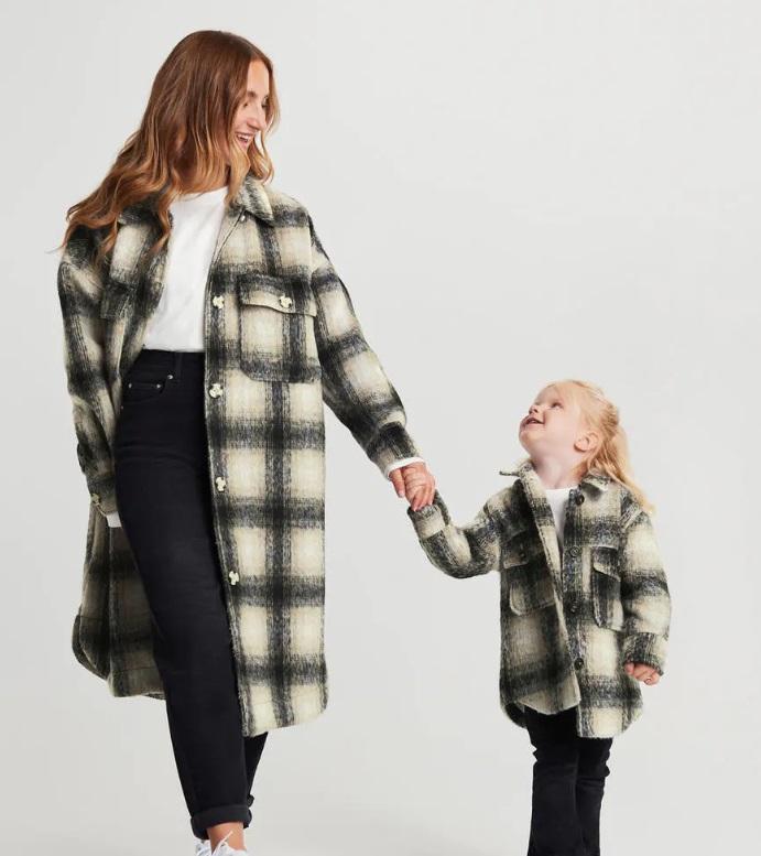 Rutiga jackor mamma barn
