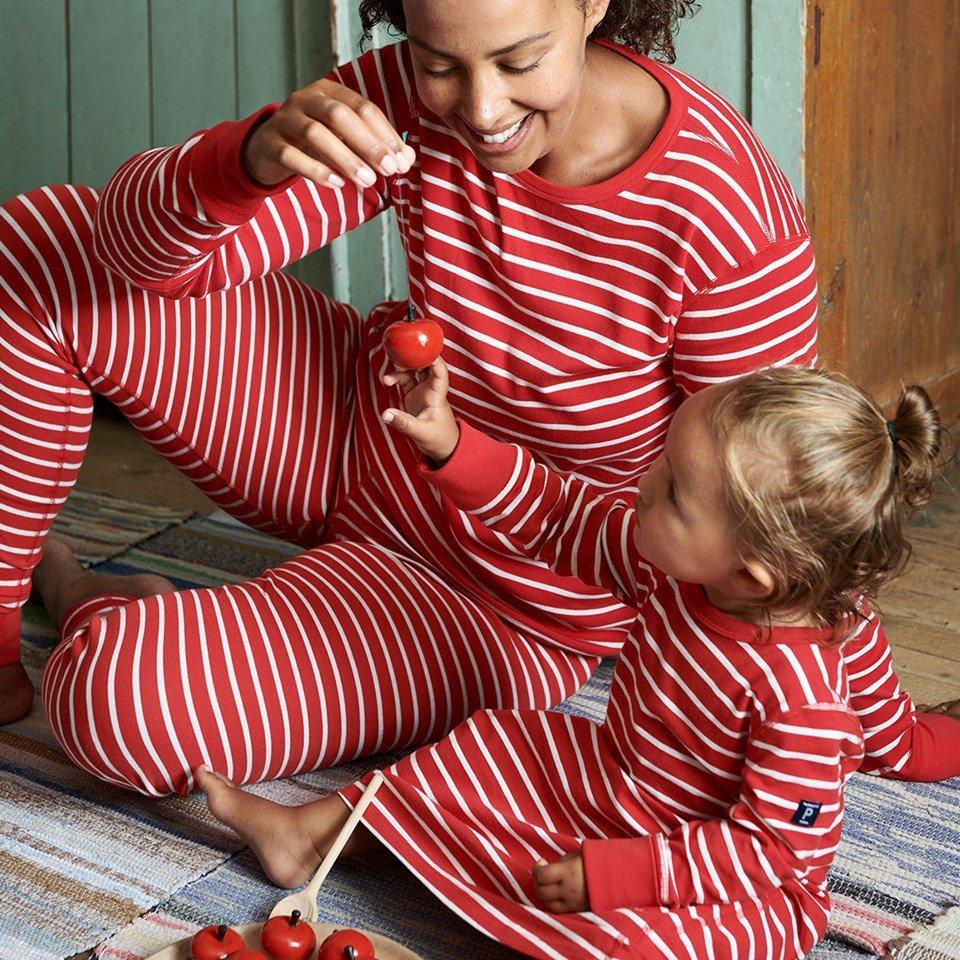 Matchande pyjamas polarn och pyret