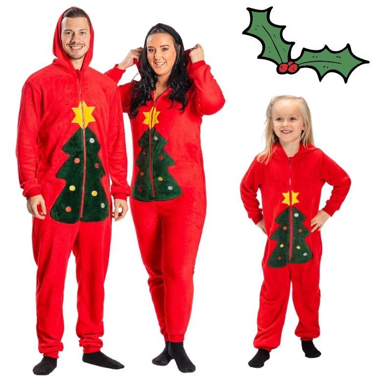 Matchande pyjamas jul hela familjen