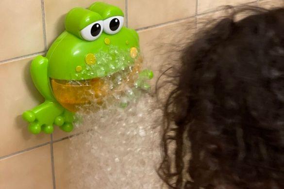 Roliga badleksaker för badkaret