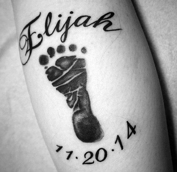barns fotavtryck tatuering